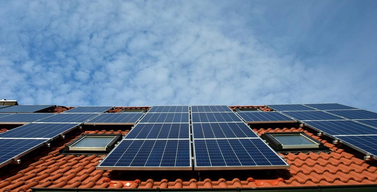 Крыша с солнечными батареями